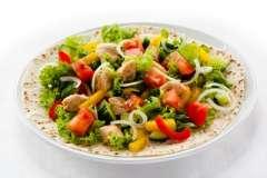 """Вкусные рецепты: Пирог с капустой, Супчик """"Уха из Форельки"""", необычный салат"""