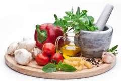 """Вкусные рецепты: Постный """"Итальянский суп"""", Картофель, запеченный с курицей и беконом., Бисквитный рулет с клубнично-творожной начинкой"""