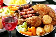 """Вкусные рецепты: Сырные шарики с айвой в маковом соусе, Салат Мясной с овощами, Салат """"Дары Нептуна"""""""